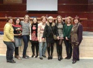 Olga Polo con las participantes en el curso de formación de matronas de Valencia